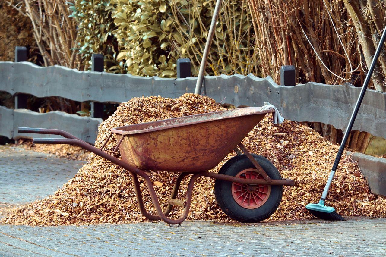 gehäckselte Pflanzenmaterial für den Kompost