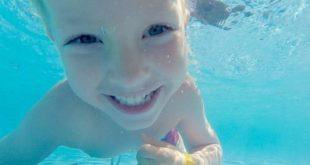 Baden mit geöffneten Augen ist in chlorhaltigem Wasser sehr unangenehm